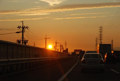 夕陽へ向かって走る