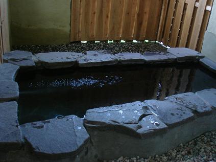 石づくりの露天風呂