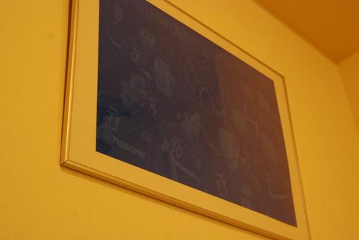 部屋に飾られたAFCプラカード